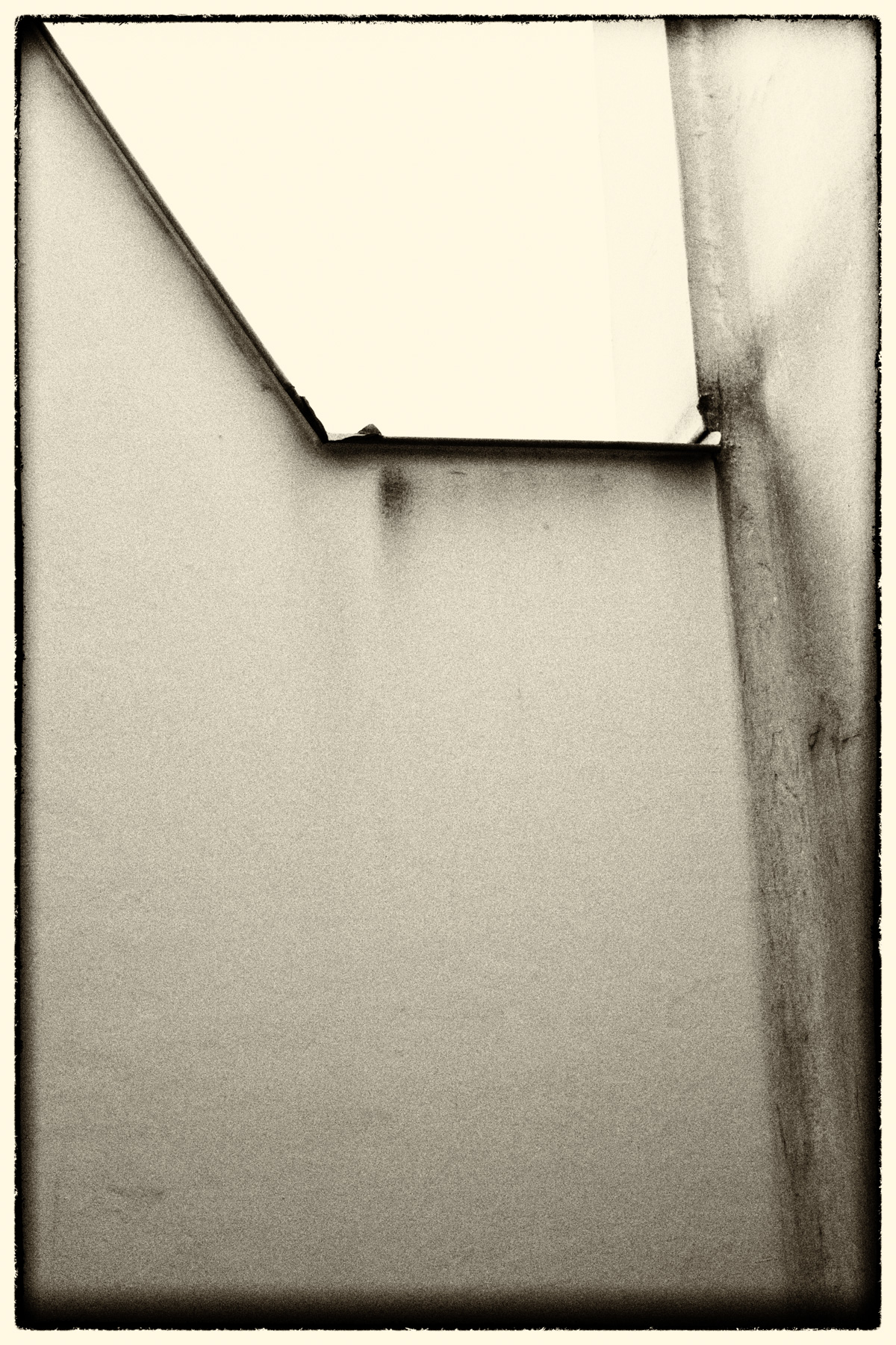 BW_Abstract_Wall