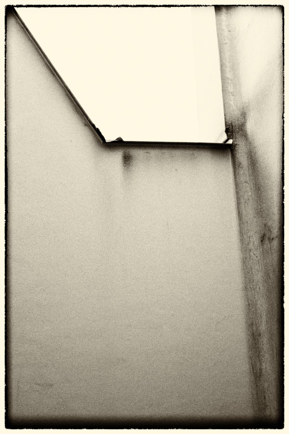 BW_Abstract_Wall